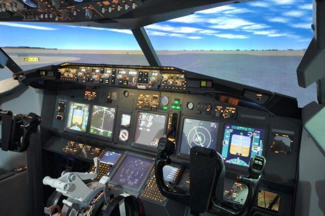Bevor angehende Piloten in einem Flugzeug sitzen, lernen sie die Abläufe in Flugsimulatoren kennen