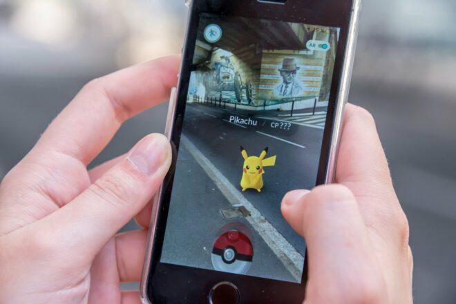 Die Pokémon-Go-App zeigt ein virtuelles Pokémon in realer Umgebung.