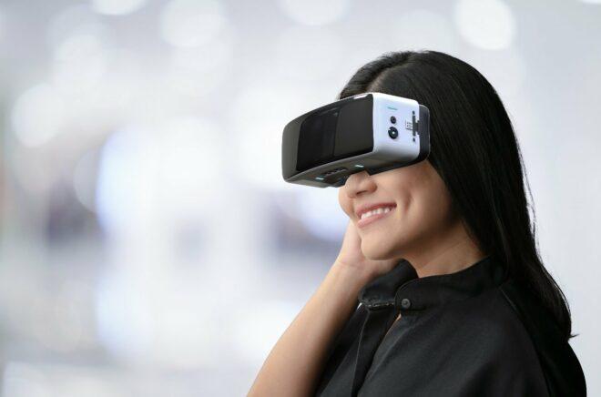 VR-Brillen ermöglichen Ihnen, eine andere Welt zu sehen